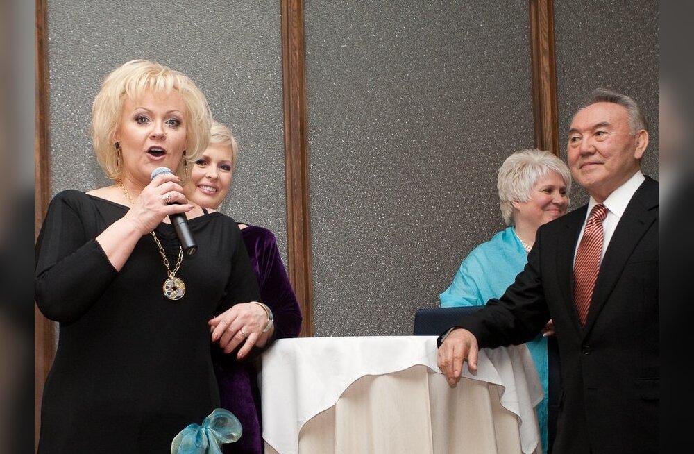 ÜLLATUS: Pidulikul õhtusöögil esines presidentidele Anne Veski