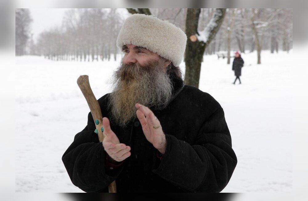 Tähetark Igor Mangi musta maoaasta riitus Kadrioru pargis