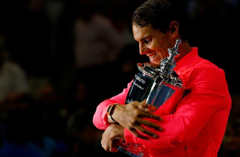 Rafael Nadal ja võidutrofee