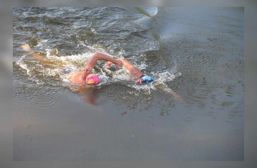 Andres Olviku (47) ja Pavel Narõskini lõpuduell, ujumine