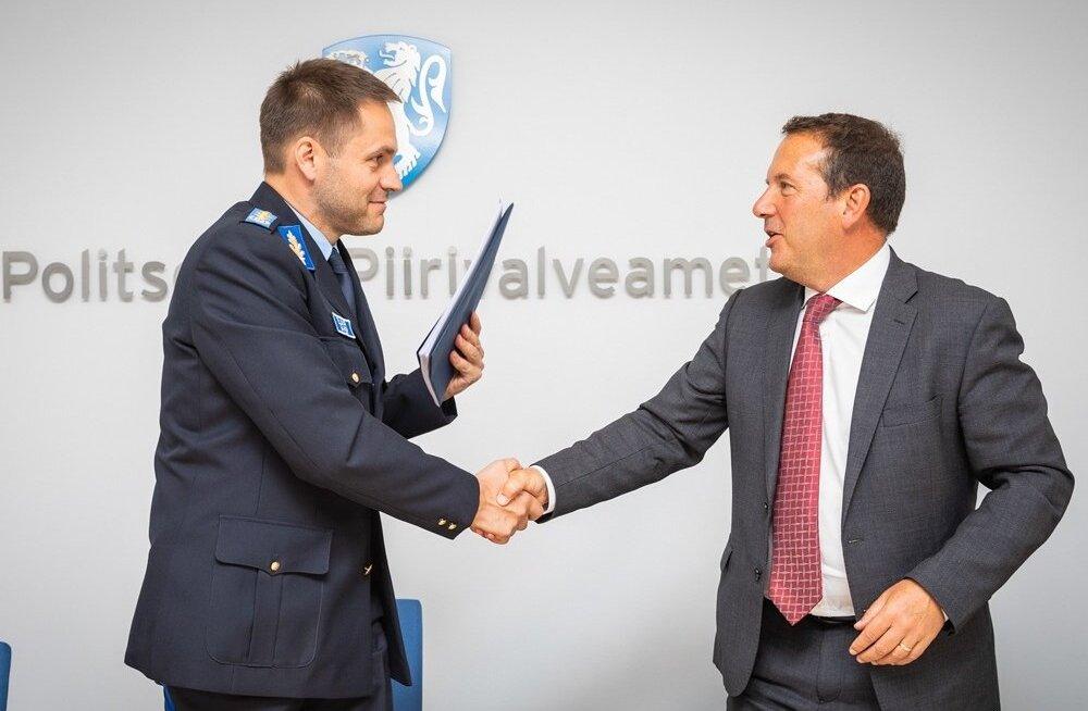 Dokumentide tootmise lepingu allkirjastasid PPA peadirektor Elmar Vaher ja ID Global Solutions Limited tegevdirektor Andrew Richard Cobb.