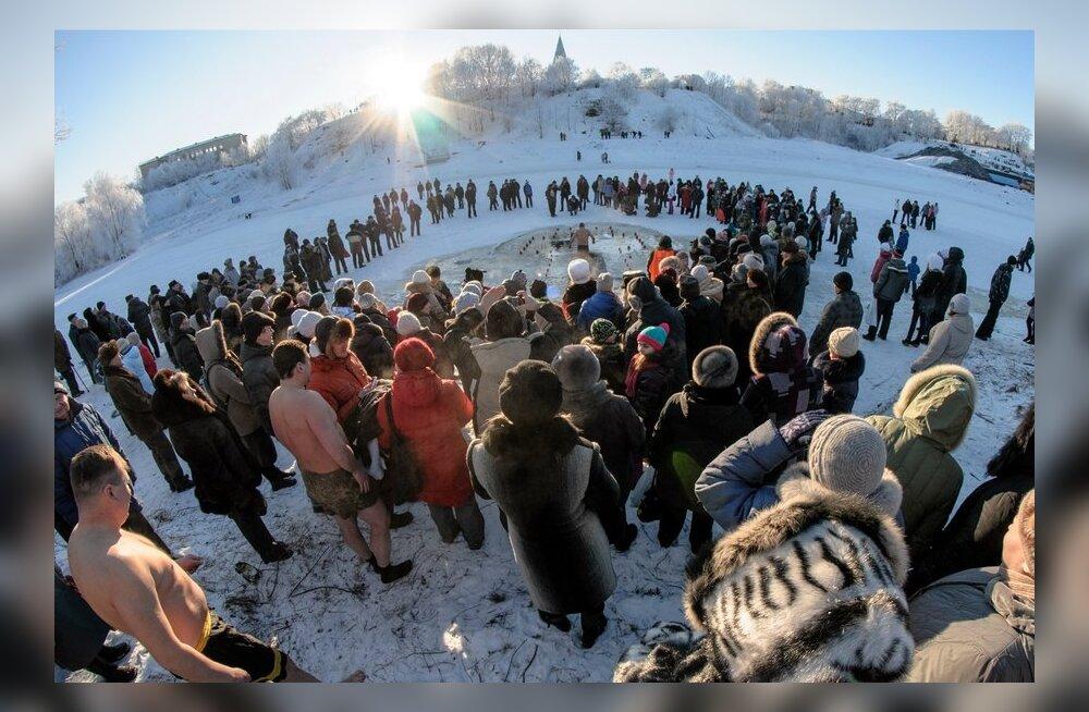 ФОТО и ВИДЕО: Крещенские купания прошли и в Нарве