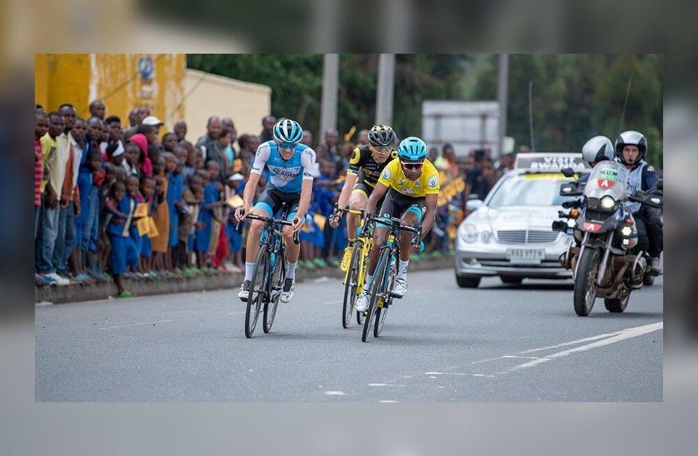 Rein Taaramäe (keskel) Rwanda velotuuri 3. etapil