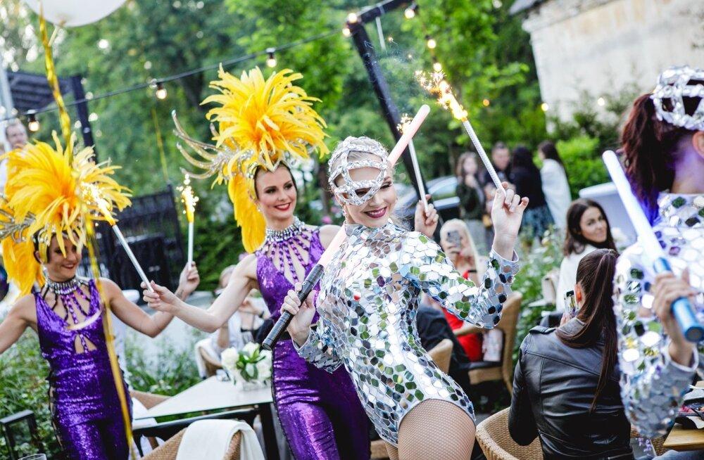 GLAMUURSED FOTOD | Luksuslik šampanja ja kirglik meelelahutus: Moët Grand Day tõi Villa Mon Reposesse seltskonna koorekihi
