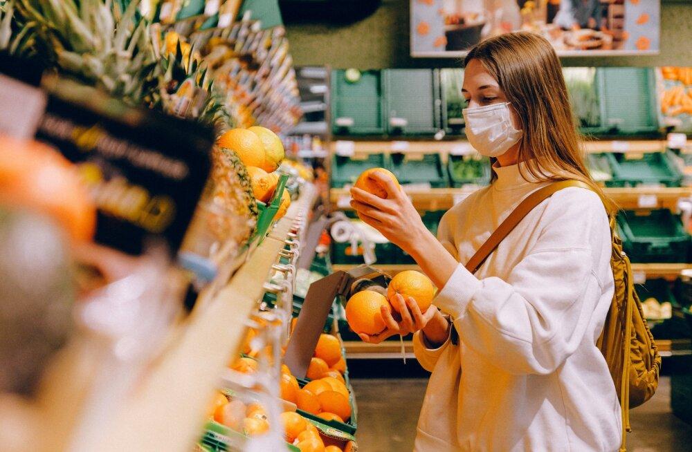 Надо ли мыть упаковку и продукты, купленные в магазине, и как это делать?