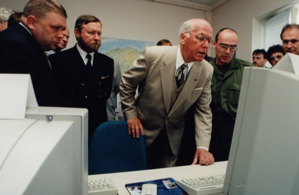 President Lennart Merist, kes kuulutas 1996. aastal ETV ekraanil Tiigrihüppe reaalse programmina välja, sai ettevõtmise patroon ja IT-Eesti esimene eestvedaja.