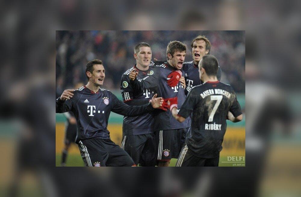 Müncheni Bayerni mängijad rõõmustavad järjekordse värava üle, jalgpall