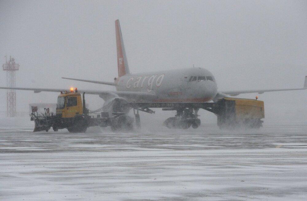Riia lennuväljalt suunati tugeva lumetormi tõttu ümber kolm lendu