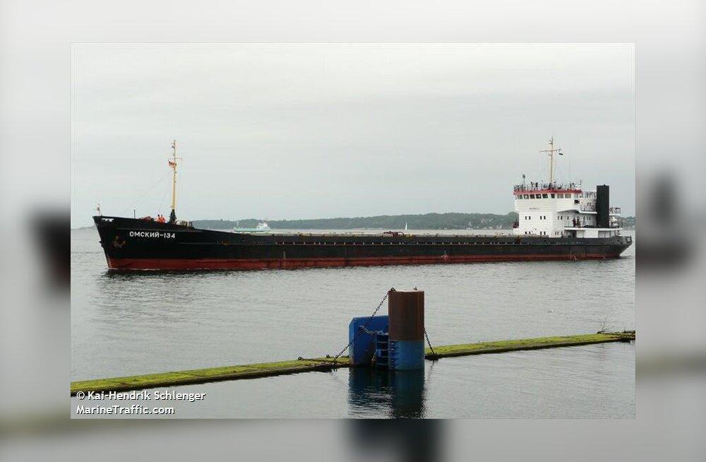 Vene laev otsis Saaremaa külje alt tormivarju, kuigi tormi polnud