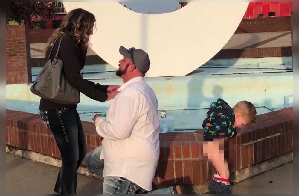HIRMNALJAKAS VIDEO   See on nüüd küll kõige veidram hetk abieluettepaneku tegemiseks