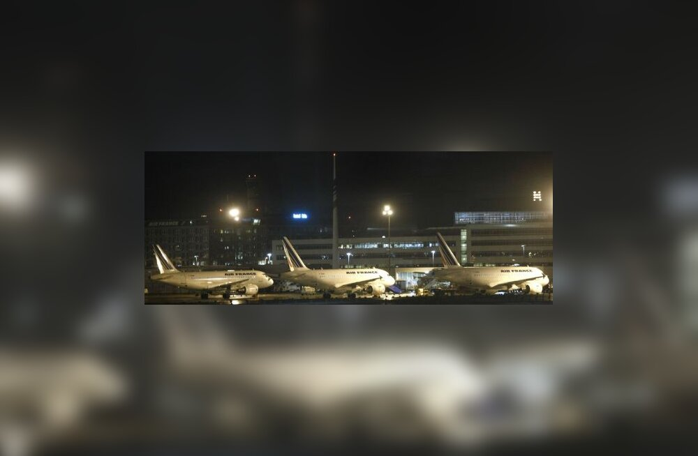 Pariisi lennujaamad olid tormi tõttu suletud