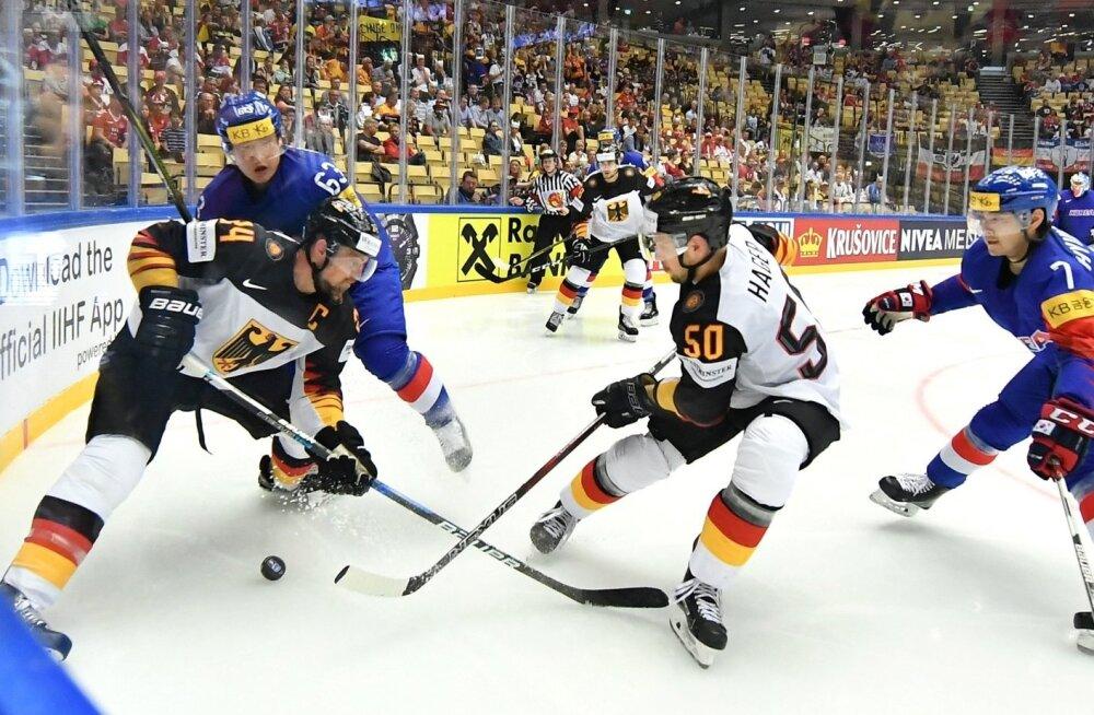 Saksamaa jäähokikoondis (valges) alistas MM-il Lõuna-Korea.