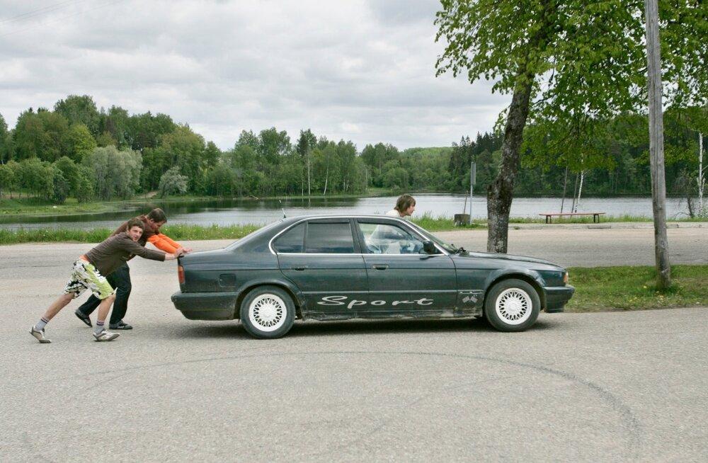 Eestlaste uskumatud juhtumised autodega ehk kuidas me oma sõidukitega tegelikult ümber käime?