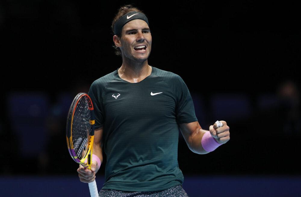 Rafael Nadal jõudis Londonis raske võiduga poolfinaali