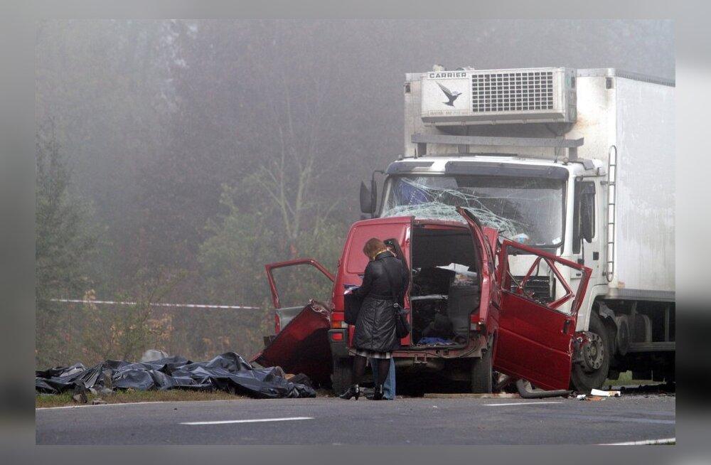 Poola liikluses hukkus nädalavahetusel 25 inimest, vahistati 736 roolijoodikut