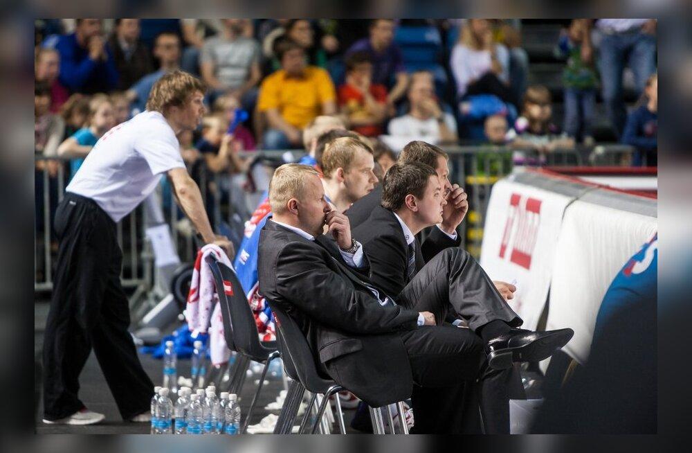 Aivar Kuusmaa Kalev/Cramo peatreeneri toolil, korvpall