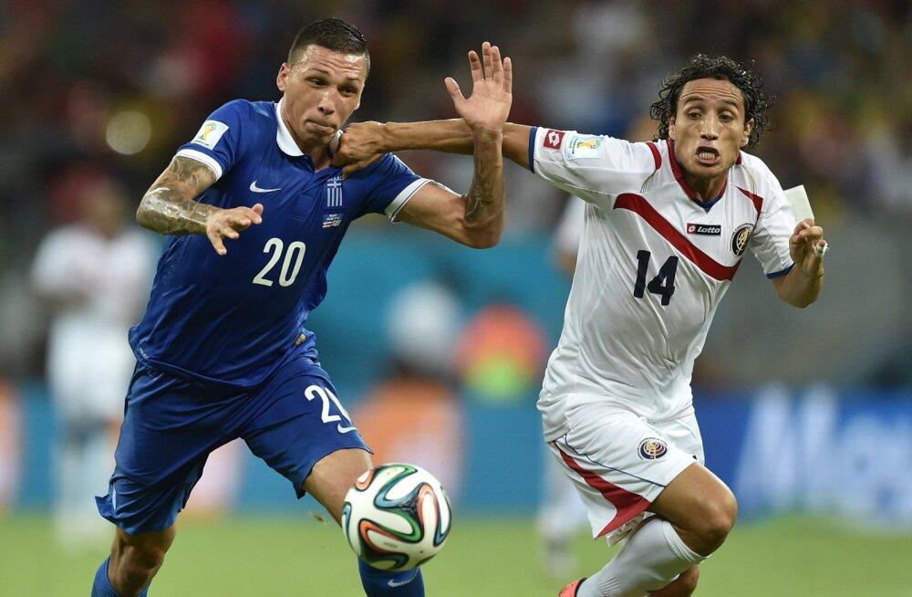 Jose Holebas (vasakul) mängus Costa Ricaga