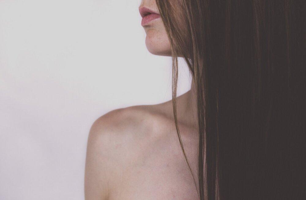 Sa ei ole selle probleemiga üksi: 11 üllatavat põhjust, miks su juuksed välja langevad