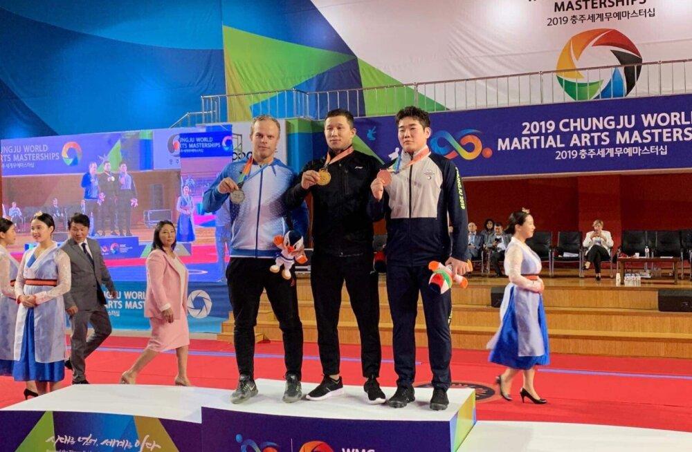 Kirgiisia rahvusmaadlusega tegelev eestlane seisis maailma võitluskunstide meistrivõistlustel poodiumil