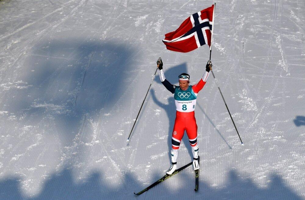 Marit Björgen on olümpiavõitjana finišis.