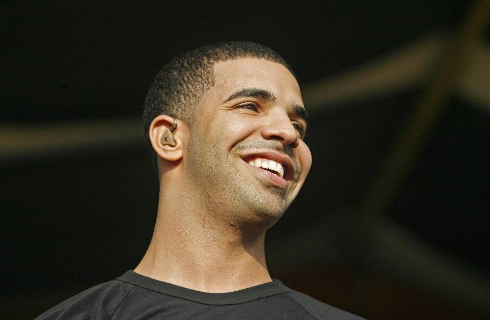 Drake maksis valusalt kätte tema lavalt maha karjunud lumehelbekestele