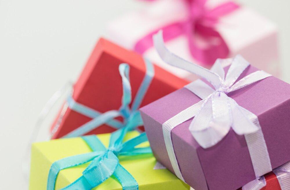 """""""Подарки своими руками хороши, если у вас фамилия Страдивари или Фаберже"""". Что думают читатели RusDelfi о новогодних подарках"""