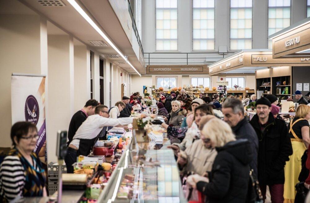Vastlapäeval oli Tartu turuhoones tavatult palju müüjaid ja ostjaid.
