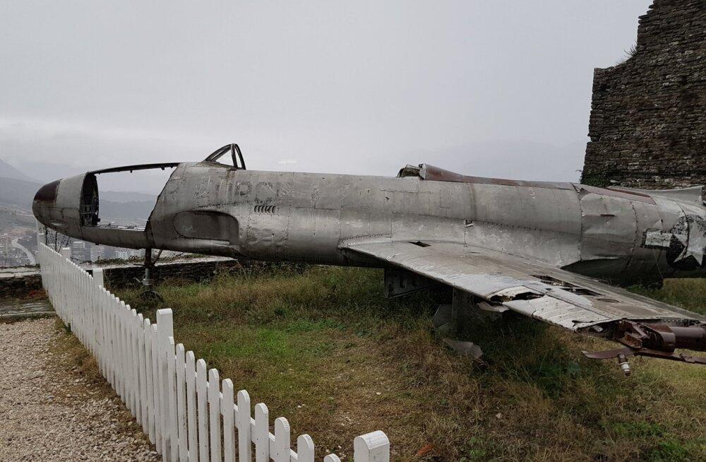 MILITAARTURISMI PÄRLEID   Albaania — tohutus koguses punkreid ja Ameerika lennuki saladus