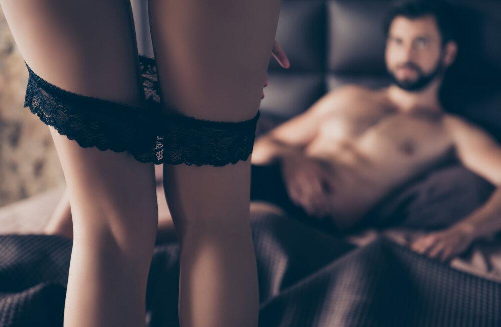 Naine, kui tahad oma meest tõeliselt õnnelikuks teha, siis üllata teda enne nädalalõppu selle ulaka sekspoosiga
