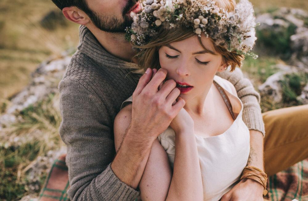 Alkeemia lugemisnurk | Armastuse aastaring: sügavalt naiselik, aus, avameelne ja inspireeriv teekond