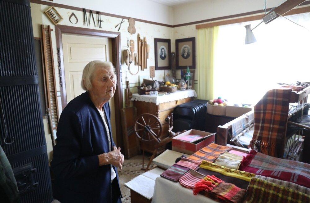 ФОТО и ВИДЕО: Айно Лонд — рукодельница с золотыми руками, которая стригла президентских овец