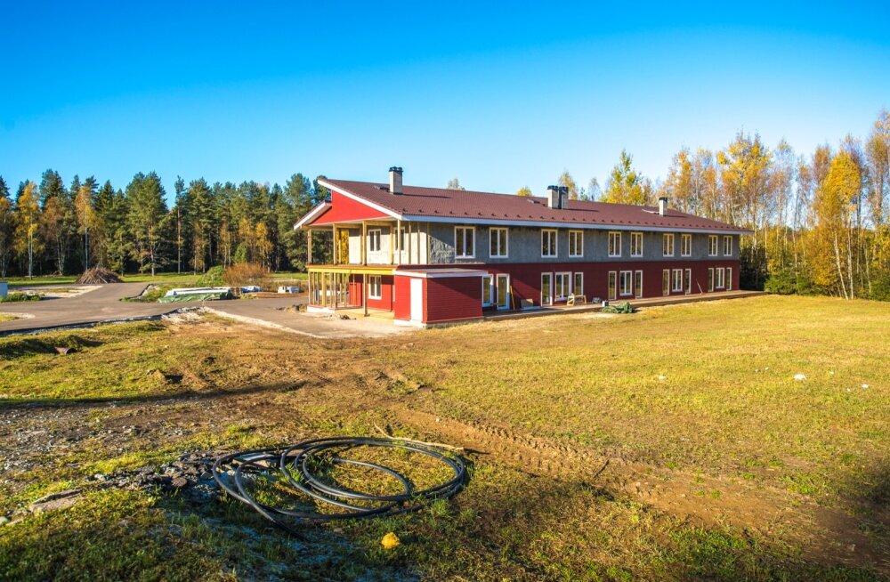 Tasakaalukodu Kuusalu vallas Kolga külas. Kõik majad on tehtud roost ja savist ning paistavad silma keskkonnasõbralikkusega.