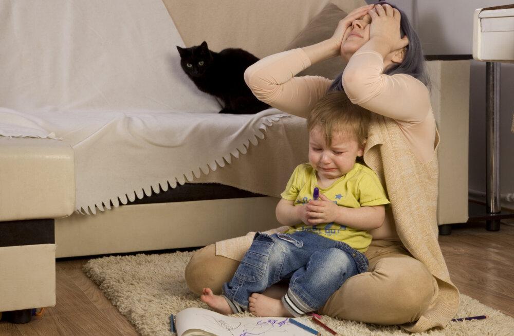 Kurnatud naine pihib: laps on mu nii ära väsitanud, et plaanin kodust minema minna ja näidata talle, milline on elu ilma emata