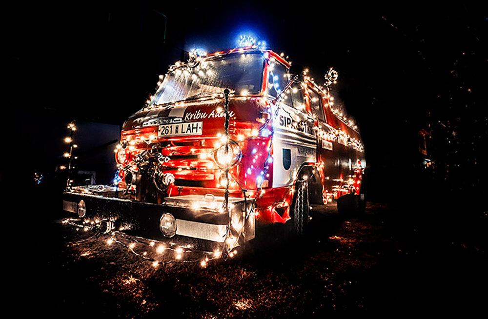 FOTO | Märjamaa vana päästeauto sai jõuluks uue kuue
