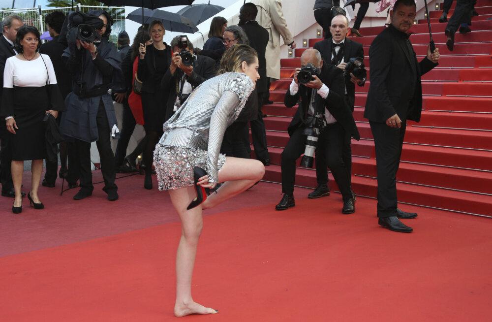 FOTOD | Kristen Stewart tegi Cannes'i filmifestivalil omapärase feministliku protesti astudes punasel vaibal paljajalu