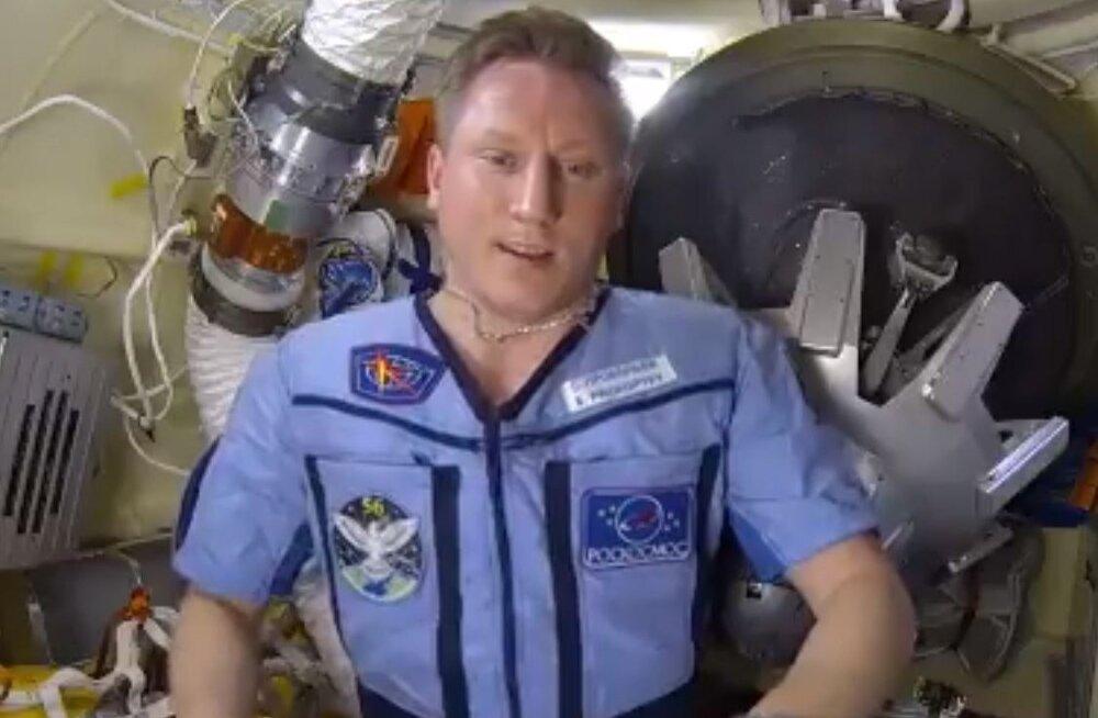 VIDEO | Vene kosmonaut näitab, kus rahvusvahelisse kosmosejaama auk tekkis! Ta lükkab ümber vandenõuteooriad