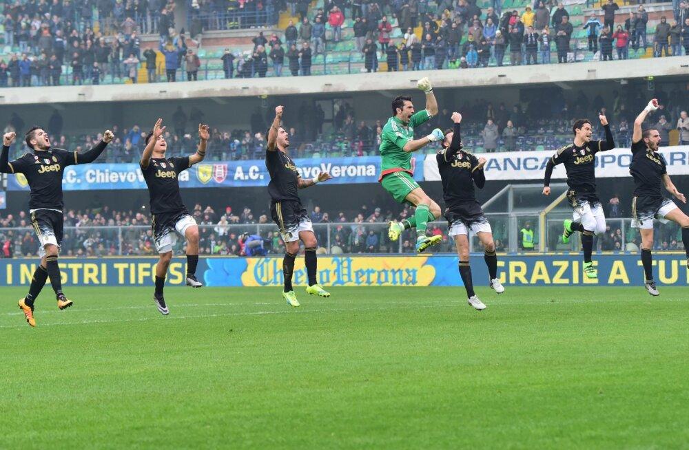 Juventuse jalgpallurid juubeldavad