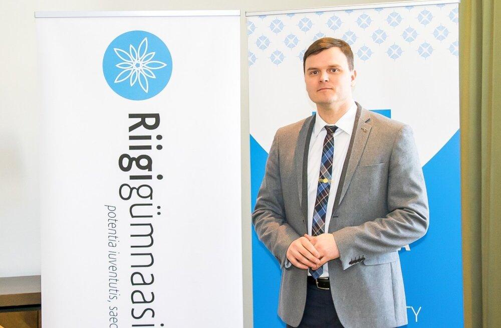 Riigigümnaasiumi lepingu allkirjastamine Mailis Reps , Saaremaa vallavanem Madis Kallas
