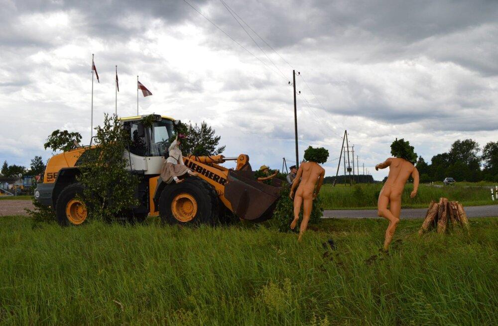 FOTOD | Läti firma ehitab maantee äärde käepärastest vahenditest lõbusaid skulptuure