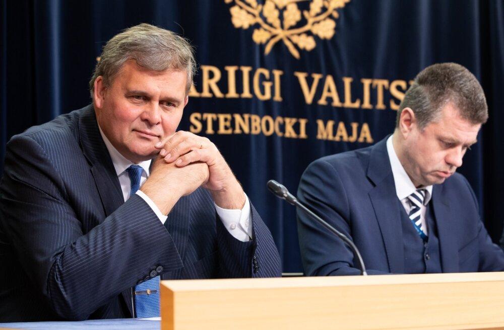 Praegune justiitsminister Raivo Aeg ja tema kõrval eelmises valitsuses sama ametit pidanud Urmas Reinsalu