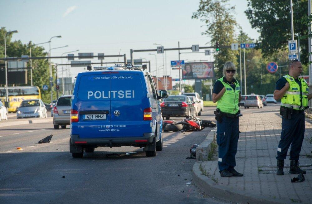 Liiklusõnnetus mootorrattaga Pärnu mnt ja Tammsaare tee ristmikul