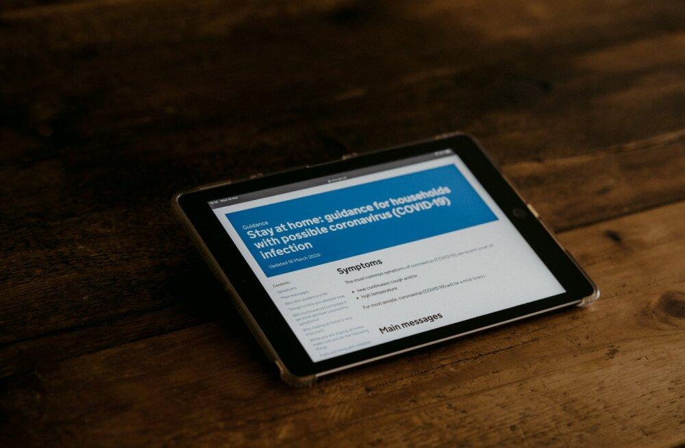 Kuressaare haigla koroonapatsiendid said lähedastega suhtlemiseks 30 tahvelarvutit