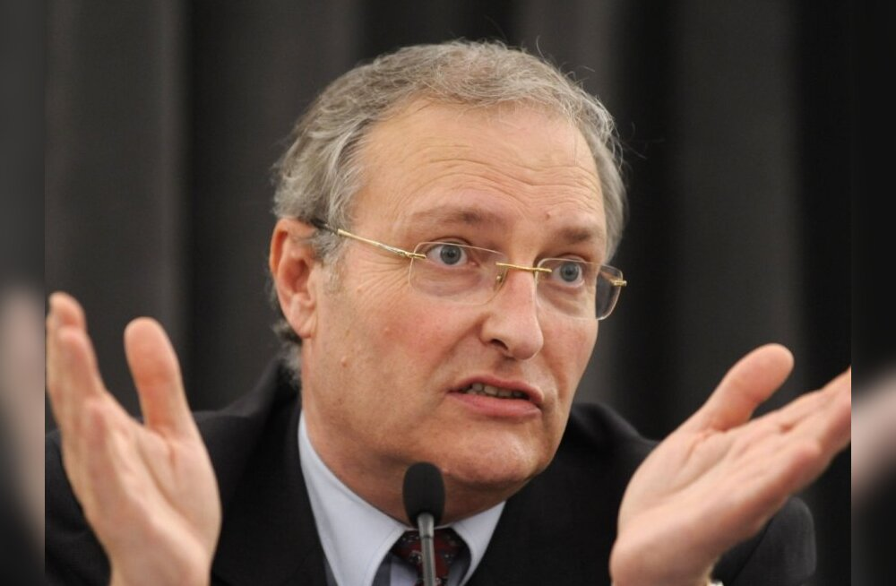 Efraim Zuroff, director of the Simon Wiesenthal Center (SWC) in Israel answers media questions at a press conference on June 26,2008 in Vienna. Austrian prosecutors are still examining psychiatric reports that say alleged Croatian Nazi war criminal Milivo