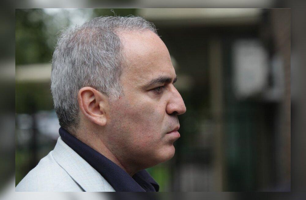 Garri Kasparov teatas, et hoidub praegu Venemaale naasmisest