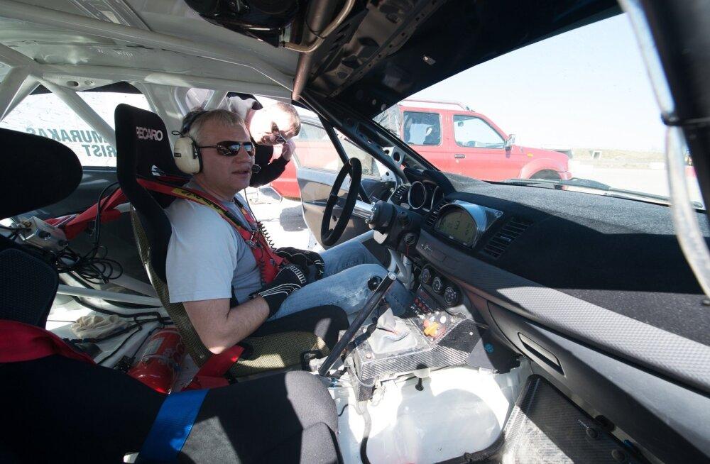Margus Murakas ütleb, et mõnegi oskusliku sõiduvõttega saaks linnaliikluse sujuvamaks – näiteks oleks abi, kui juhid ei jääks ristmikule passima ning sealt kiirelt lahkuks.