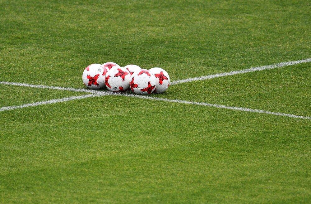 ВИДЕО: В Японии футболисты забили дважды за полторы минуты. И оба раза — со своей половины поля!