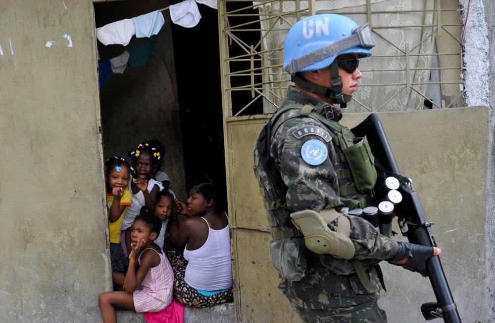 Raport: ÜRO rahuvalvajad vahetavad kriisipiirkondades kaupu seksi vastu