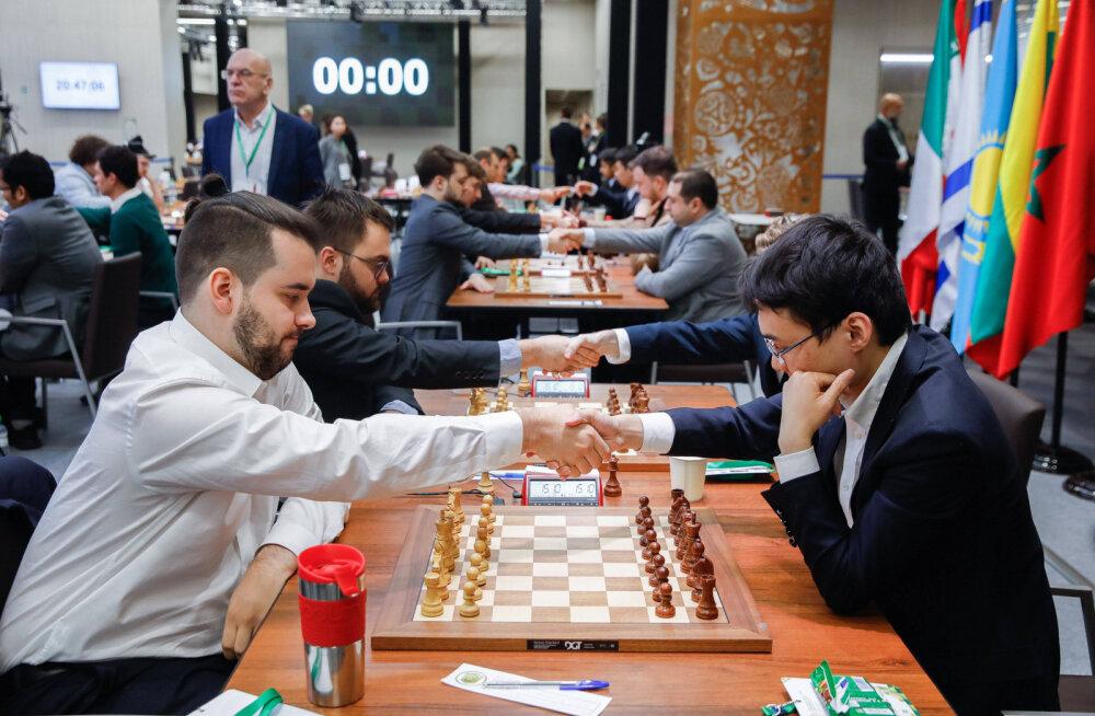 Коронавирус не помеха борьбе за шахматную корону. Непомнящий одержал победу в первом туре