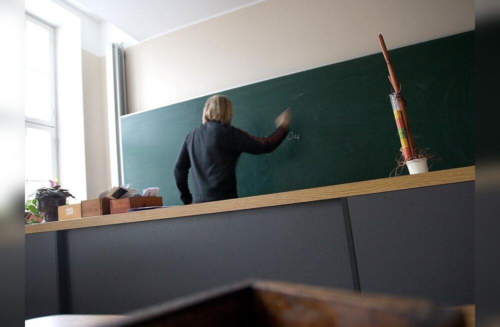 Õpetajaid meeleavaldusele kutsuv Evelin Tamm viis oma lapse Rootsimaale kooli
