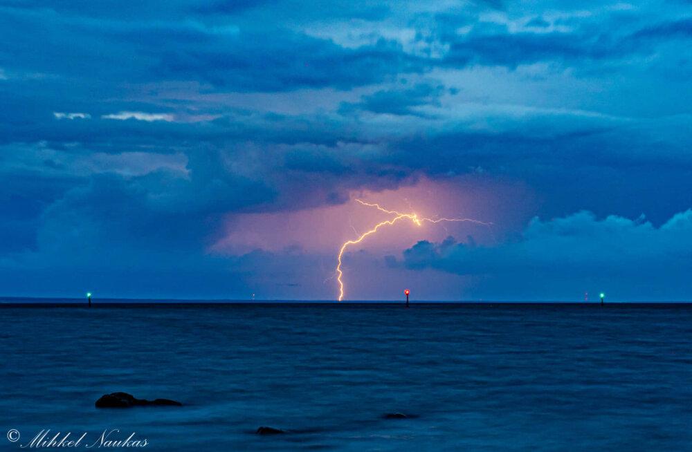 Kaunis tabamus! Hiiu- ja Saaremaa vahel välkus äike